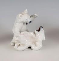 Porcelán játszó jegesmedvék