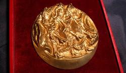 Ritka bronz plakett kisplasztika - Kánkán - Józsa Lajos jelzett alkotása