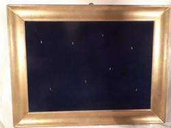 Képkeret - régi - FA - aranyozott - akasztókkal dizájnolt -  kék bársony belsővel, 65 x 50 x 5 cm