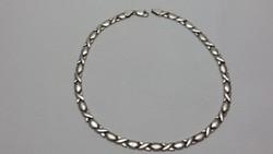 Divatos ezüst  nyaklánc nyakék
