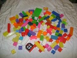 Műanyag építőkocka csomag - játék
