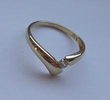 Egyedi kialakítású tömör arany gyűrű (jelzett)