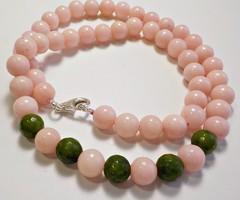 Ezüst kapcsos rózsaszín és zöld jáde köves nyaklánc