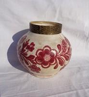 Kézzel festett virágos réz peremű jelzett kerámia edény