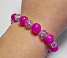 Roppantott lila és rózsaszín üveg gyöngyös karkötő