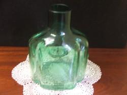 Érdekes fazonú zöld üveg dekorációnak,vázának