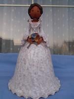 Sződi Katalin terrakotta alkotása; a Menyasszony hatalmas 35 cm