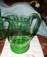 Szép zöldszínű hasas üveg kancsó