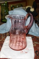 Gyönyörű rózsaszínű metszett üvegkancsó