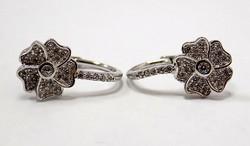 Virágos köves ezüst fülbevaló (ZAL-Ag75927)