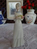 Spanyol porcelán figurális szobor kecses hölgy