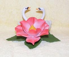 Capodimonte hattyúk virággal
