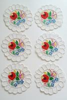 Régi virágos csipkés hímzett kalocsai kerek terítő 6 db