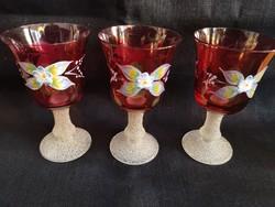 Különleges, 3 db vintage kézzel festett piros üvegpohár, boros/cherrys, recézett szárral és talppal