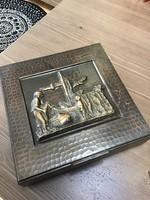 Régi iparművészeti nagy réz doboz bronz relief díszítéssel