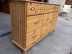 Eladó egy 9 fiokos fenyő komód Bútor szép, újszerű  állapotú.