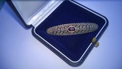 Antik markazit és kő díszítésű ezüstözött bross-kitűző bizt.kapocs