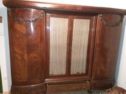 Barokk stílusú, faragott szekrény