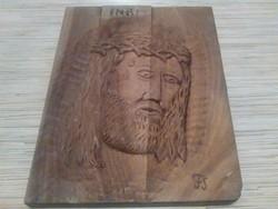 Jézus Krisztus fej fa lapokra faragva