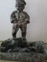 Fiu szobor  fémötvezetből