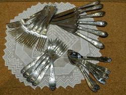 Ezüst 24 darabos süteményes evőeszköz készlet.