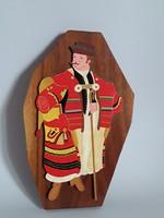 Fából faragott,festett,népművészeti falikép,juhász népviseletben