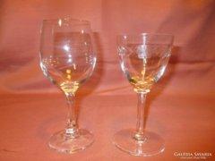 Régi üveg poharak pótlásra