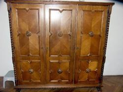 Koloniál szekrény 3 ajtós újszerű állaptban