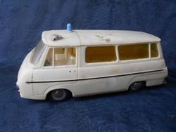 Extra ritka retro  Skoda mentőautó.Lend kerekes.Talán sokan emlékeznek még rá.1960-as évek.