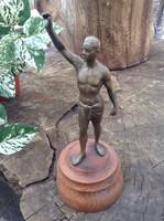 Bronz szobor fa talpon