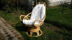 Billegős-forgós valódi rattan fotel nagy párnájával és pót huzattal
