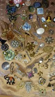 115 darabos antik bross, fülbevaló, nyakkendőtű, melltű gyűjtemény