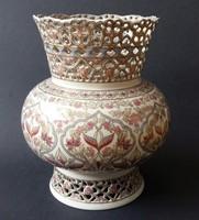 Zsolnay áttört peremű perzsamintás váza. Aranyozott díszítéssel.
