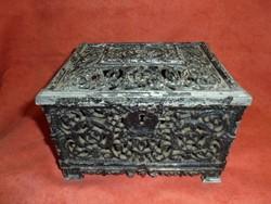 Áttört mintás fém bányász doboz