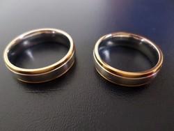 Titánium karikagyűrű párban 18 karátos arany dekorral