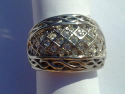 Ezüst színű cirkónia kövekkel gazdagon kirakott gyönyörű koktél gyűrű