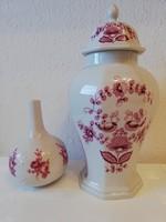 Fedeles és egyszálas porcelán váza párban bordó virágmotívumos
