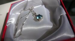 Gyönyörű  kék köves ezüst medál + lánc