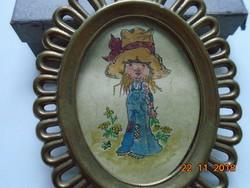 Bronz ovális képkeret,szignós akvarellel,óriás kalapos kislány karakter figura-113,5x10,5 cm