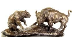 Bivaly és Medve monumentális bronz szobor