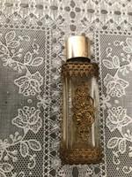 Régi fém rátéttes parfümös üveg még van benne 7×2 cm.