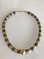 Különleges, arany és grafitszürke fémszemekből fűzött nyakék, 44 cm