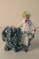 Bisquit (biszkvit) porcelán szobor, váza kalapos fiú figurával