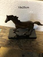3lábon álló jelzett bronz ló