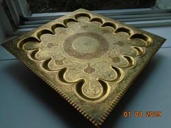 Szeldzsuk Khoraszán nagy,süllyesztett,nehéz,réz dísztál,gazdagon vésett,rozettás 34x34 cm,-1,5 kg