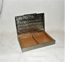 Kártya doboz vagy cigaretta kínáló