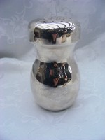 Pazar, vastagon ezüstözött, modernebb fazonú, érdekes formájú, testes cukorszóró