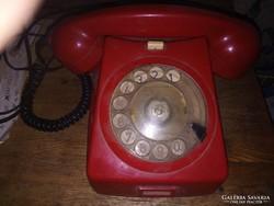 Retro régi klasszikus piros színű tárcsás telefon