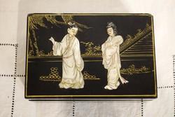 Keleti kínai ékszeres doboz faragott gyöngyház figurák és arany fetés díszítéssel