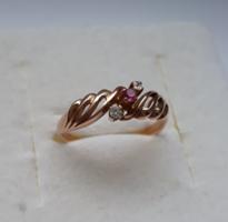 3 apró kővel díszített 14 karátos gyűrű /mesterjelzett 585 arany/